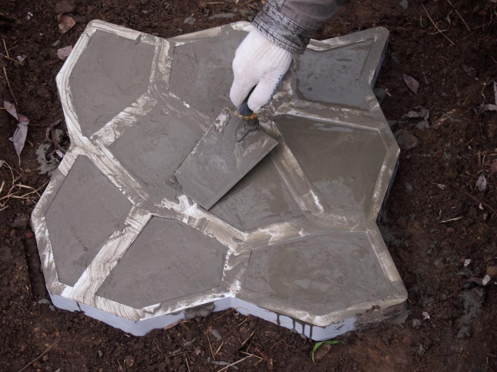Пластиковые формы для садовых дорожек своими руками